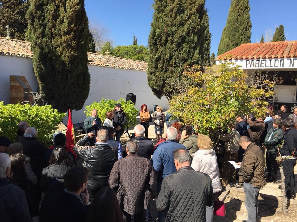 La Agrupación Local del PSOE de Albacete honró, ante el monumento 'A los que amaron la Paz'