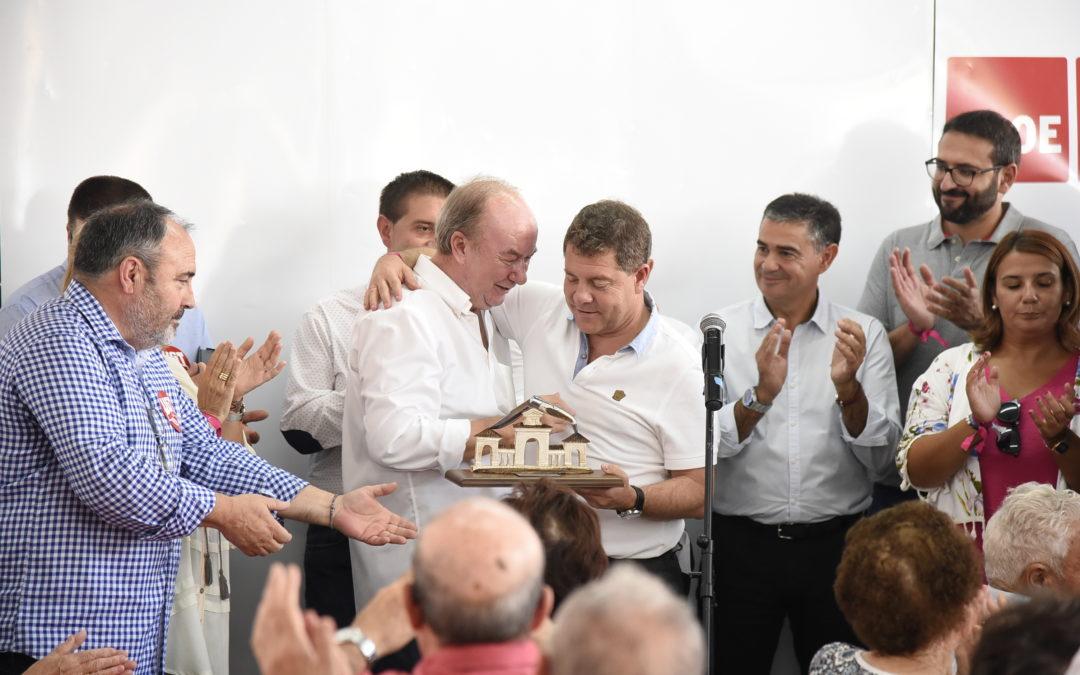 GARCÍA-PAGE ENTREGA LOS PREMIOS PABLO IGLESIAS A MANUEL PÉREZ CASTELL Y LA ASOCIACIÓN DESARROLLO