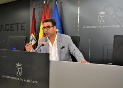 """EL PSOE EXIGE AL ALCALDE EL CESE INMEDIATO DE LA CONCEJALA DE ACCIÓN SOCIAL, POR CONSENTIR Y """"RESPALDAR"""" GRAVES IRREGULARIDADES LABORALES"""